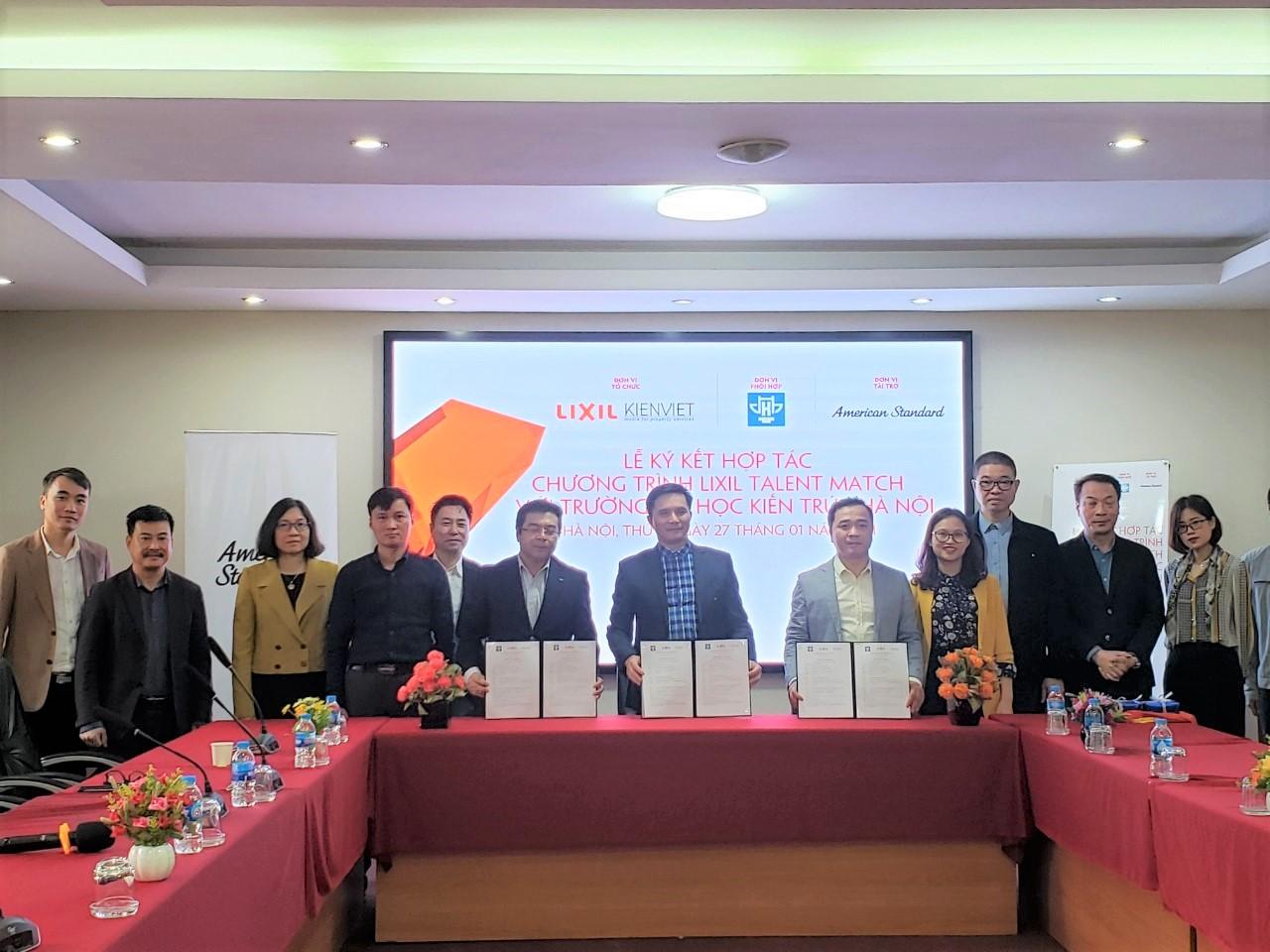 PGS.TS.KTS Lê Quân, Ông Nguyễn Trường Chinh và Ông Vương Đạo Hoàng đại diện các bên ký kết Thỏa thuận hợp tác Chương trình LIXIL Talent Match