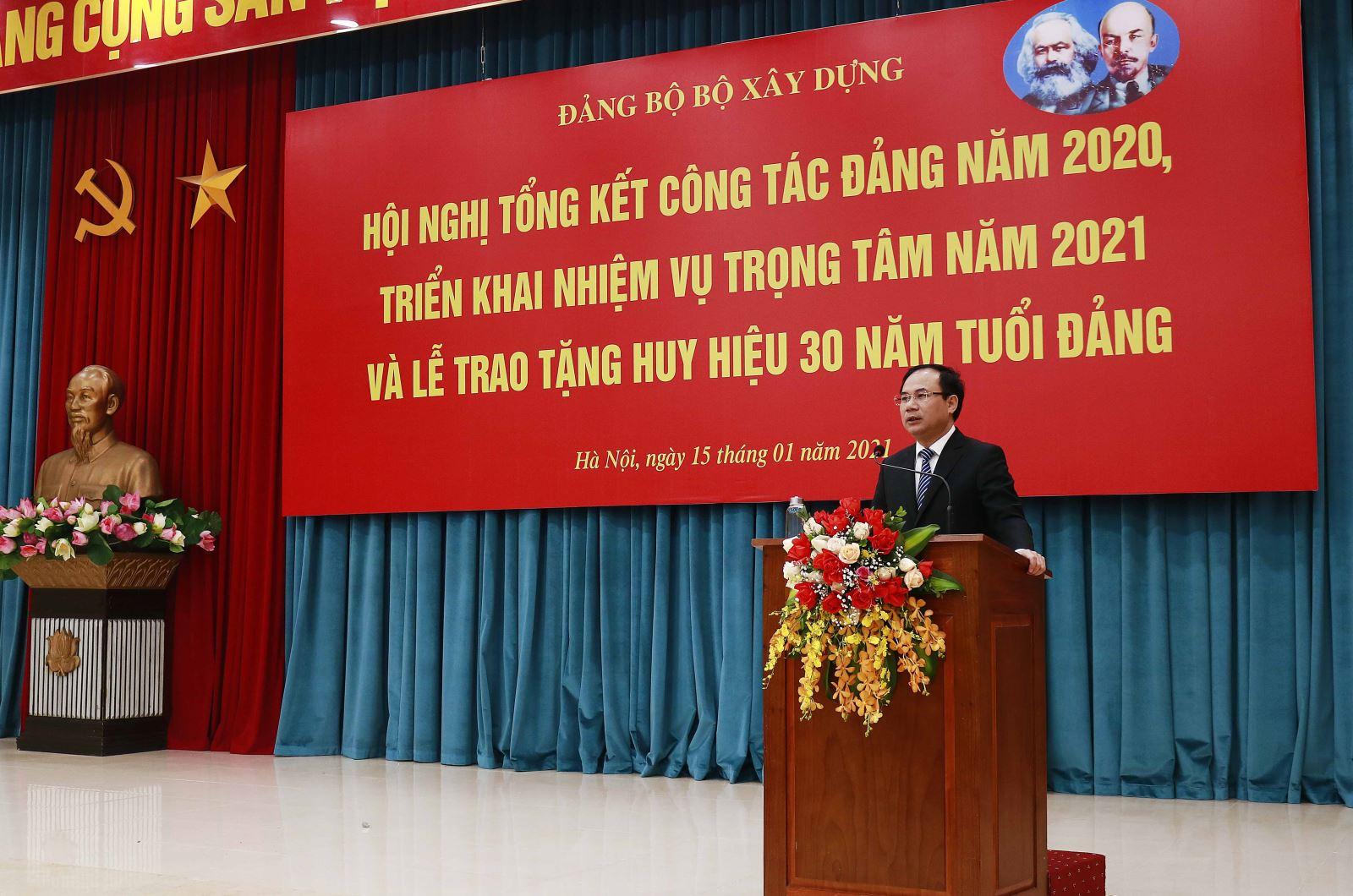 Bí thư Đảng ủy, Thứ trưởng Bộ Xây dựng Nguyễn Văn Sinh phát biểu tại Hội nghị