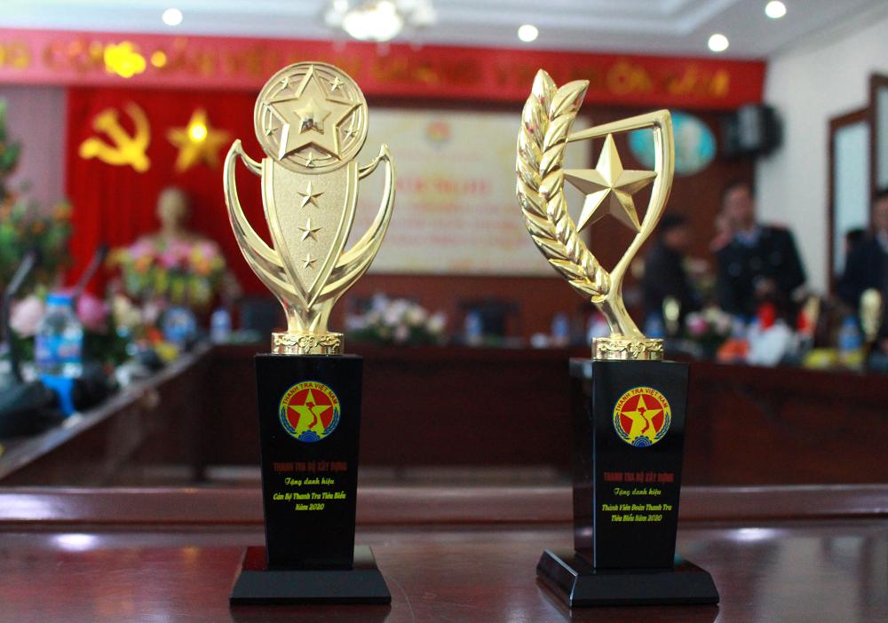 Cúp thi đua khen thưởng– Danh hiệu cho cán bộ Thanh tra tiêu biểu năm 2020