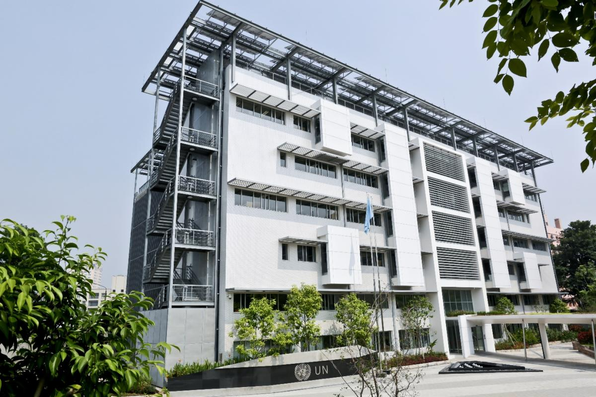 Toà nhà Liên hợp quốc tại Hà Nội là công trình đầu tiên tại Việt Nam được cấp chứng chỉ LOTUS của Hội đồng Công trình xanh Việt Nam (VGBC) 1