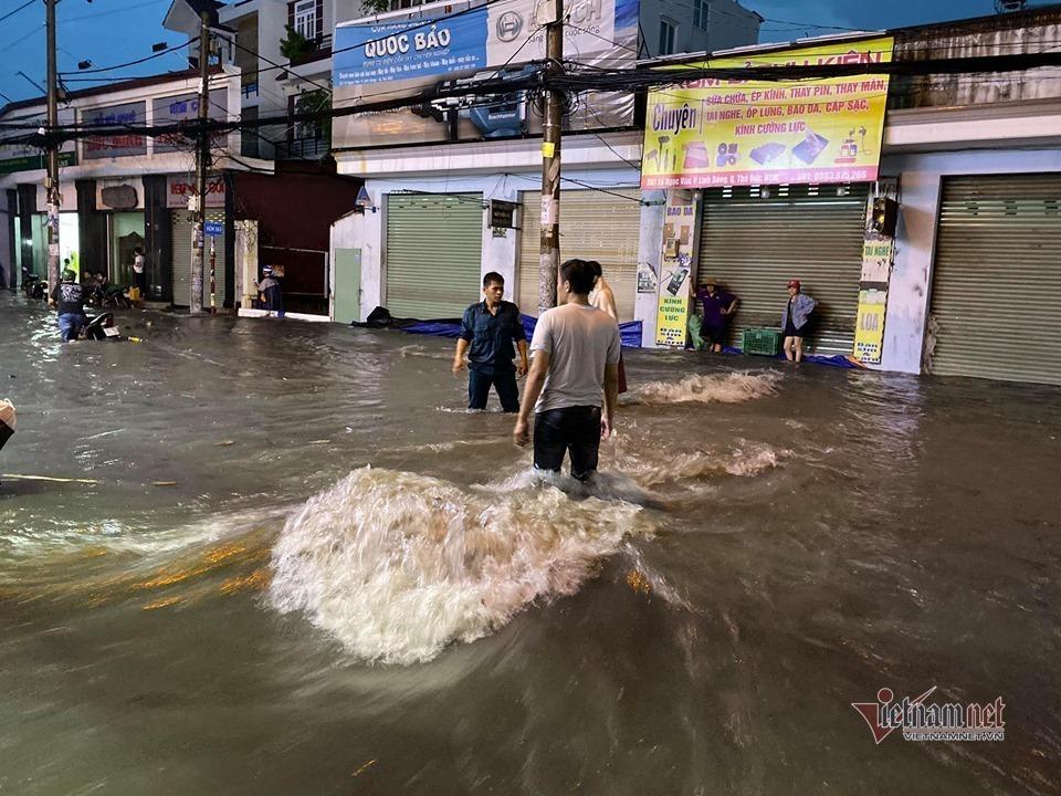 Hình ảnh ngập nước ở Thủ Đức mỗi khi có mưa lớn