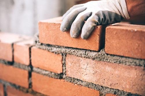 Thi công tường gạch trần không quá phức tạp nhưng cần tỉ mỉ, cẩn thận