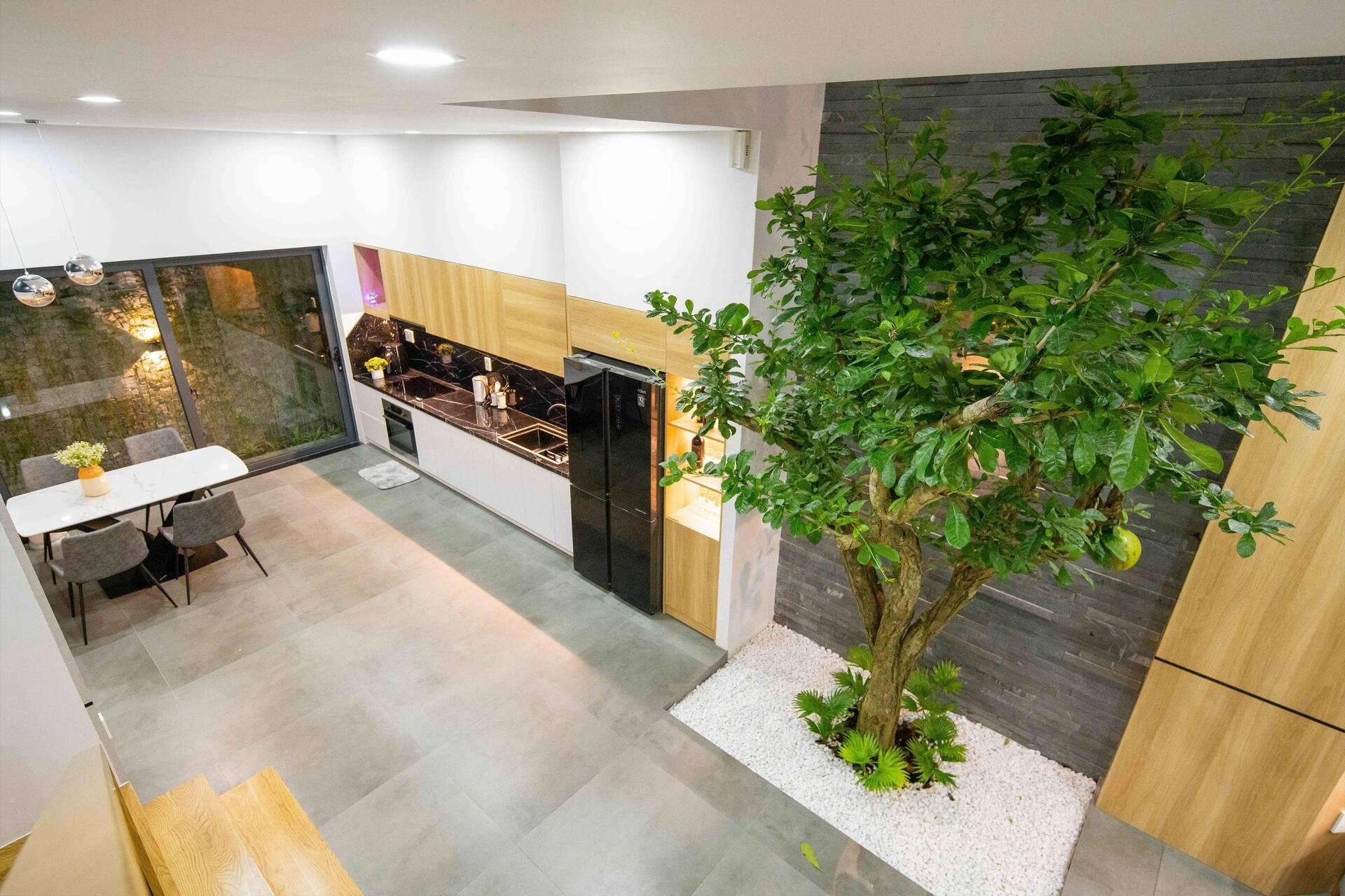 Phòng bếp - ăn được kết nối trực tiếp với không gian phòng khách bên ngoài
