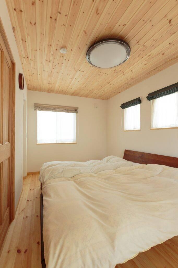 Hương thơm dễ chịu từ gỗ thông có tác dụng chữa bệnh vượt trội, người chồng chia sẻ rằng anh ấy dường như có thể chìm vào giấc ngủ dễ dàng hơn và ngủ một giấc ngon lành cho đến sáng