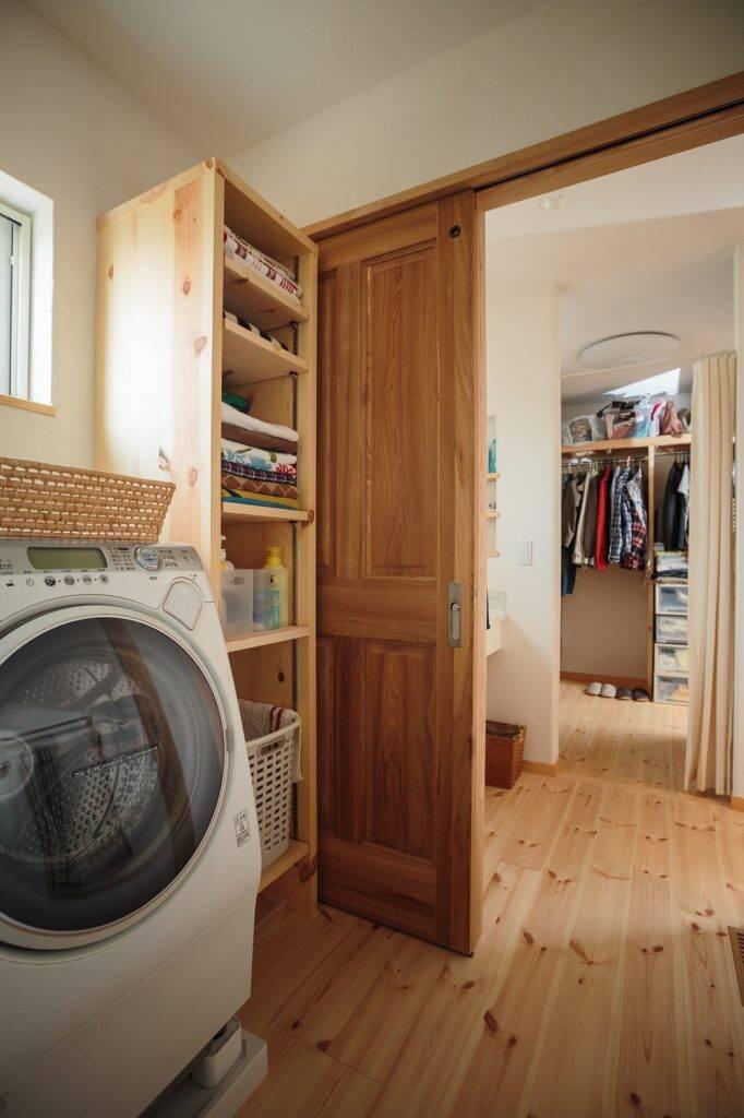 Phòng tắm, phòng vệ sinh và tủ quần áo của gia đình được bố trí thẳng hàng để thuận tiện cho quá trình sinh hoạt