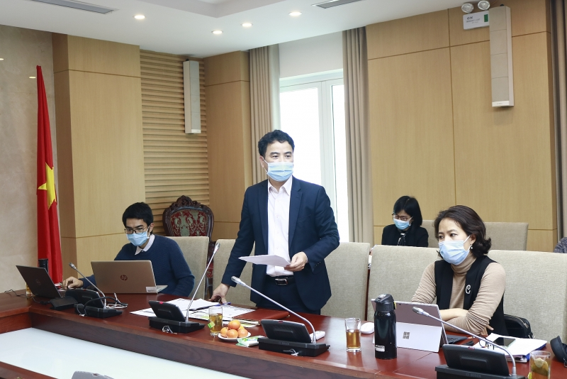 Ông Vũ Ngọc Anh Vụ trưởng Vụ Khoa học công nghệ và môi trường Bộ Xây dựng chủ trì cuộc họp