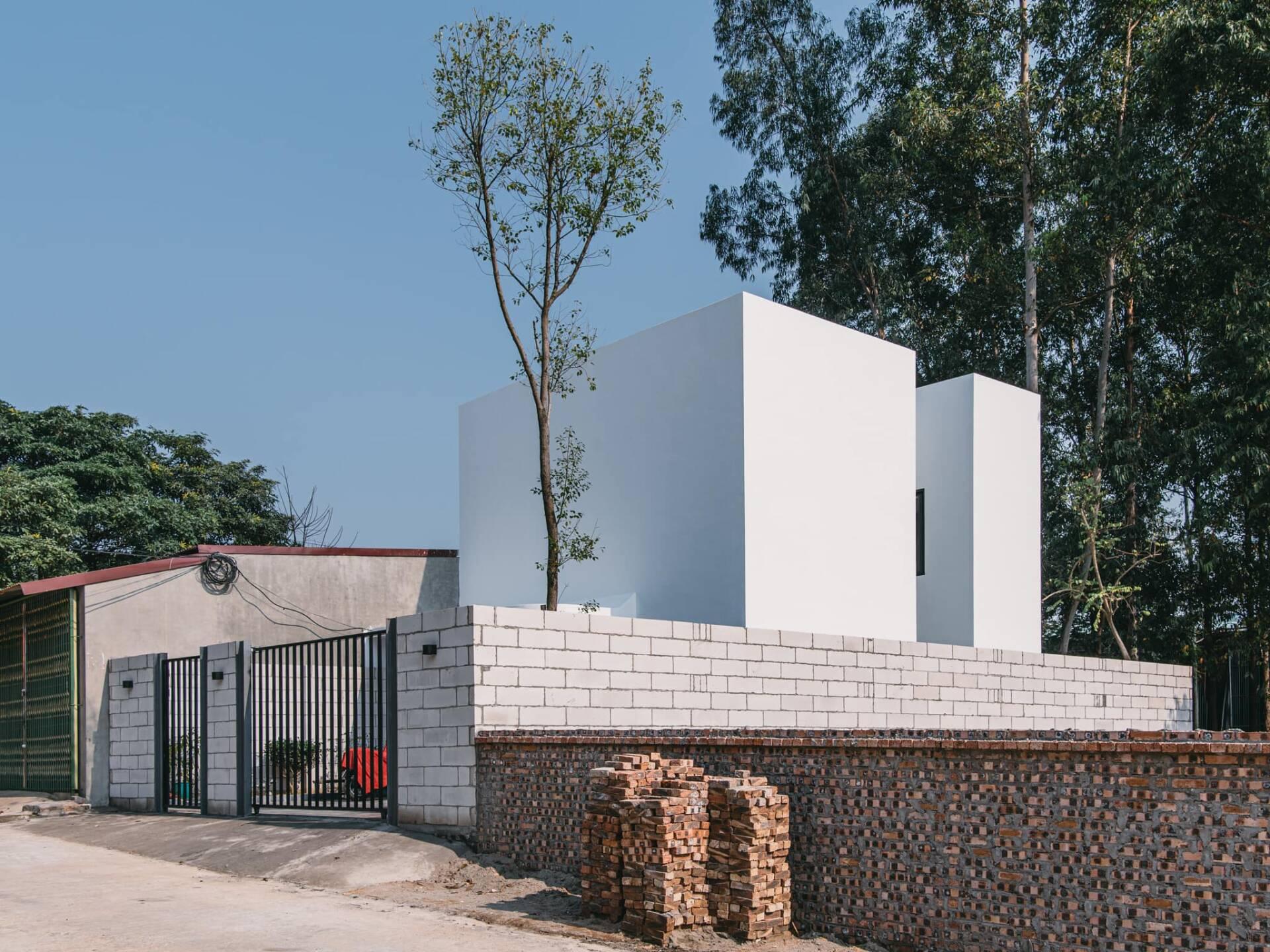 Căn nhà như một khối cubic trắng muốt hiện đại mà rất tinh tế