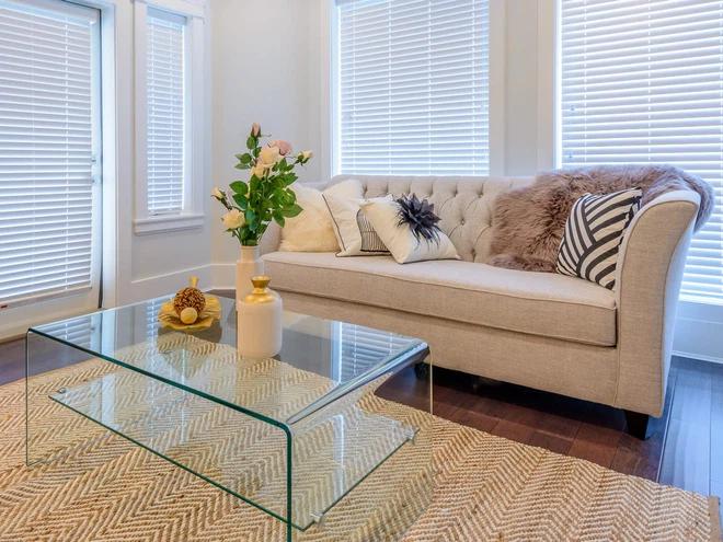 Những đồ đạc nhỏ, đơn giản càng khiến phòng khách thêm sang trọng, rộng rãi
