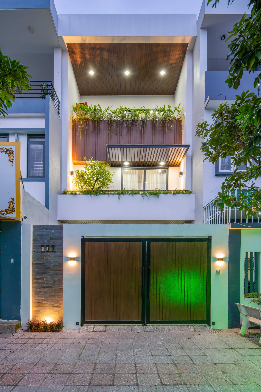 T House mang vẻ ngoài hiện đại với sự kết hợp của bê tông và gỗ