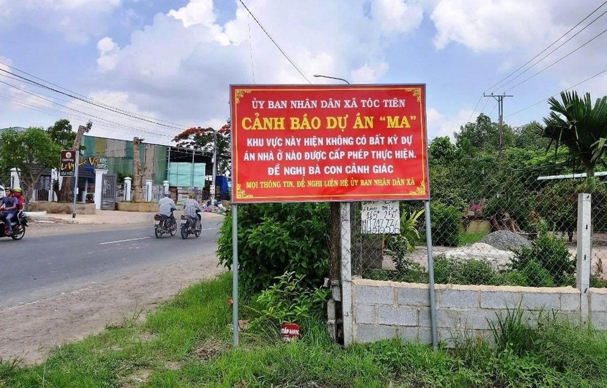 Biển cảnh báo của Ủy ban Nhân dân xã Tóc Tiên, thị xã Phú Mỹ, tỉnh Bà Rịa-Vũng Tàu về dự án ma. (Nguồn ảnh: TTXVN)