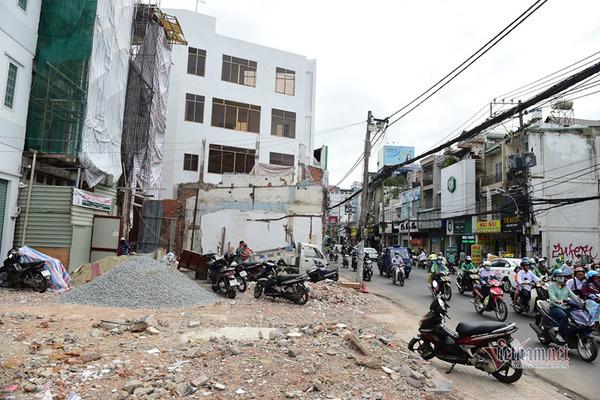 Nhà dân trên đường Cách Mạng Tháng Tám bị giải toả để nhường đất xây dựng tuyến Metro số 2