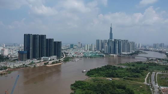 Cảnh quan dọc bờ sông Sài Gòn. Ảnh: CAO THĂNG