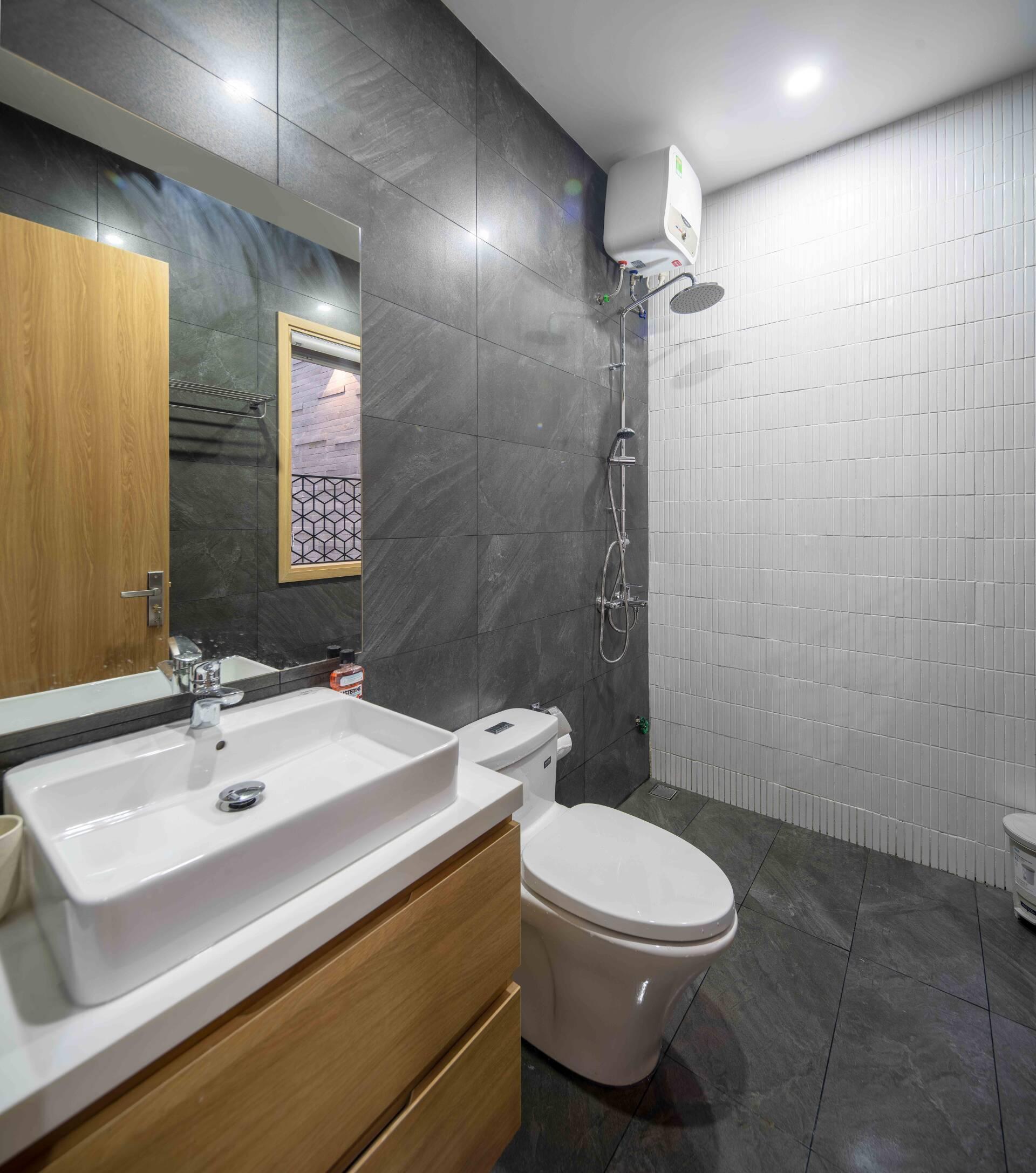 Phòng ngủ của bé cũng có phòng vệ sinh khép kín riêng biệt