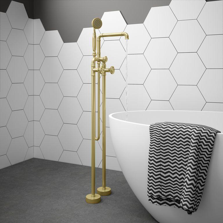 Lấy cảm hứng từ đồ kim loại và thiết bị được tìm thấy trong các nhà máy truyền thống, vòi kiểu công nghiệp cũng dự kiến sẽ tạo nên làn sóng vào năm 2021. Ngoài việc mang đến một góc cạnh thời trang, chúng hoạt động tốt trong cả phòng tắm hiện đại và các suite truyền thống hơn.