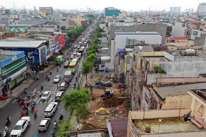 Phần chênh lệch địa tô từ khu vực xung quanh đường mới sẽ tạo nguồn thu để Nhà nước có mức giá đền bù hợp lý cho những hộ bị giải toả và để đầu tư công trình mới. (Ảnh internet)