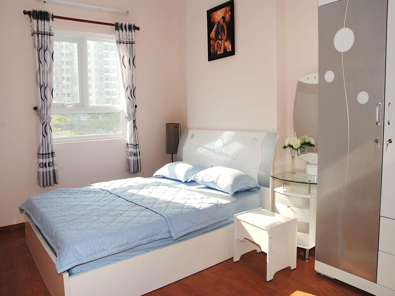 Nội thất phòng ngủ nhỏ với cách bài trí khoa học, các đồ nội thất đơn giản kết hợp với tone màu nhẹ nhàng tạo không gian phòng ngủ ấm áp nhất.