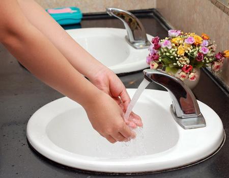 Vòi nước cảm ứng cho lavabo rất được ưa chuộng nhờ sự tiện lợi