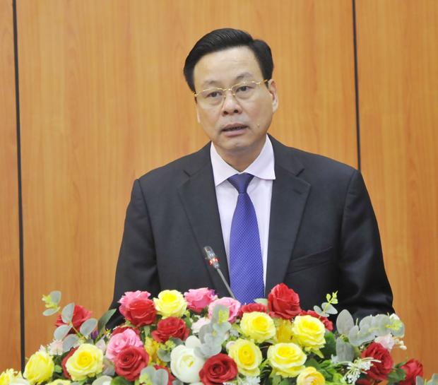Chủ tịch UBND tỉnh Nguyễn Văn Sơn phát biểu giao nhiệm vụ. Ảnh Kim Tiến
