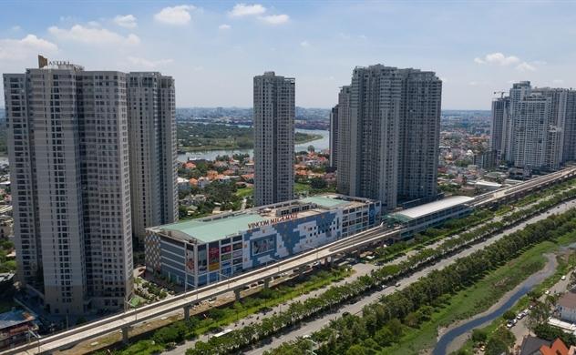 Giá căn hộ dọc tuyến metro luôn cao hơn các khu vực xa metro. Ảnh: Hữu Khoa