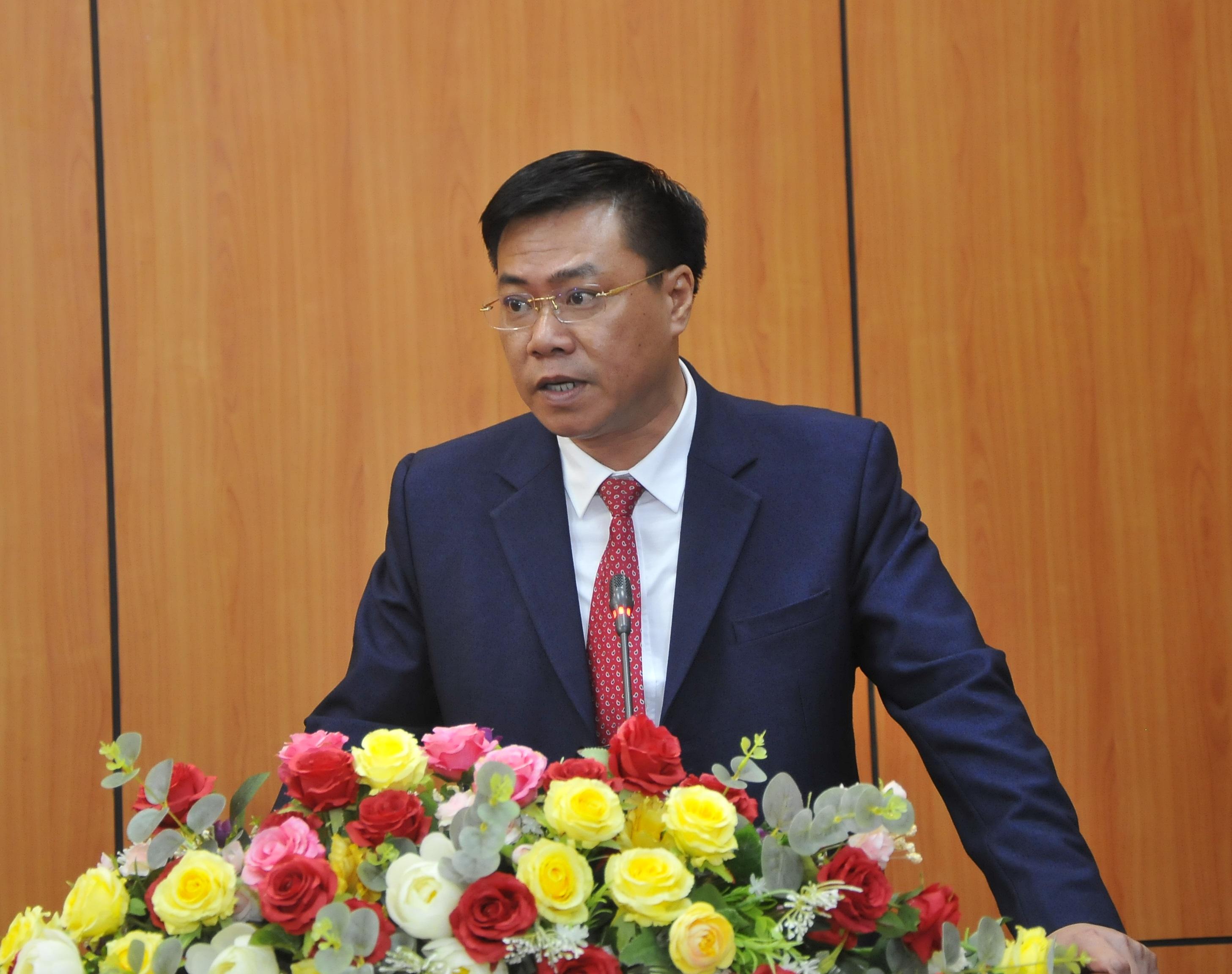 Giám đốc Sở Xây dựng Nguyễn Tiến Dũng phát biểu nhận nhiệm vụ. Ảnh Kim Tiến