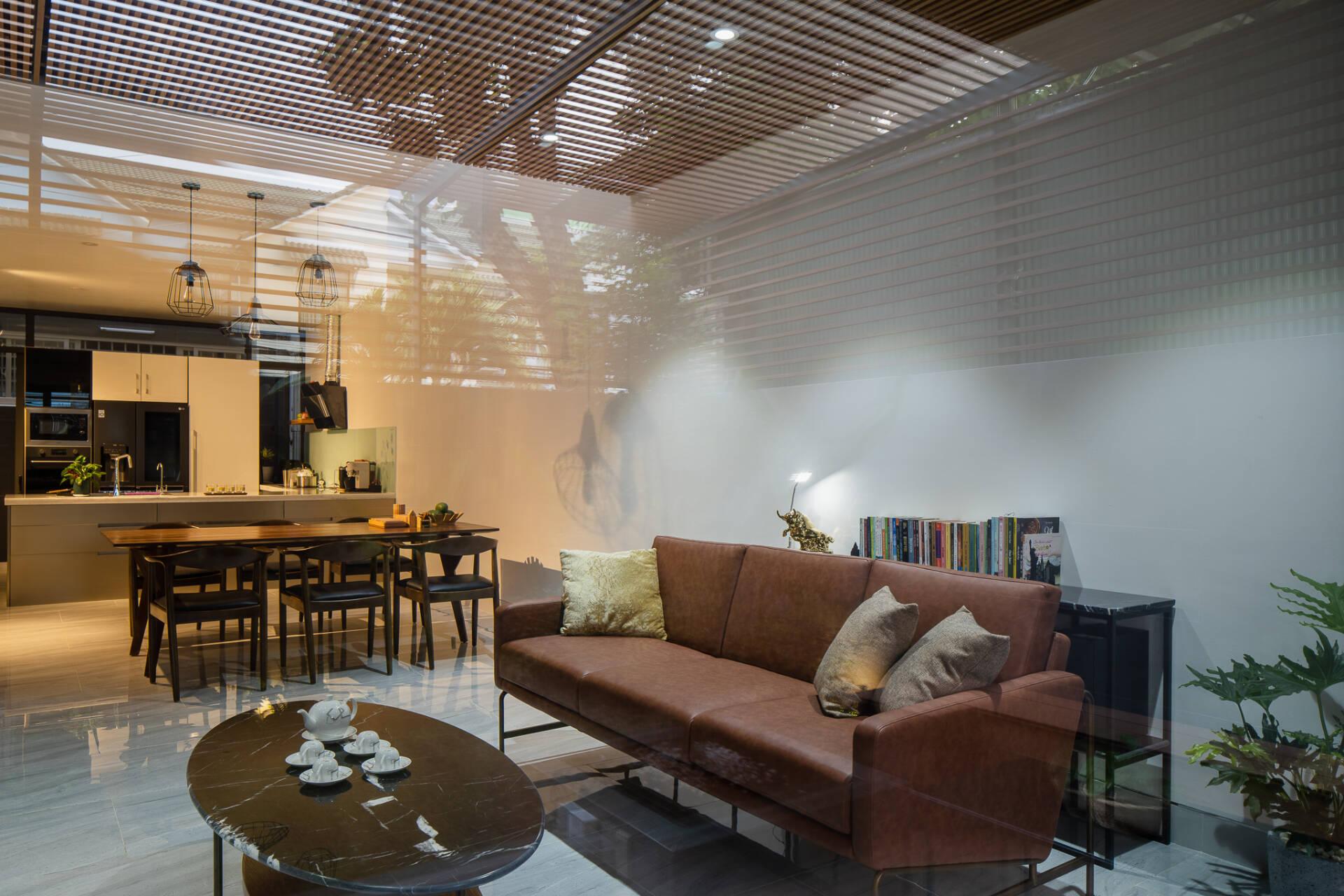 Phòng khách được thiết kế theo phong cách đơn giản, hiện đại