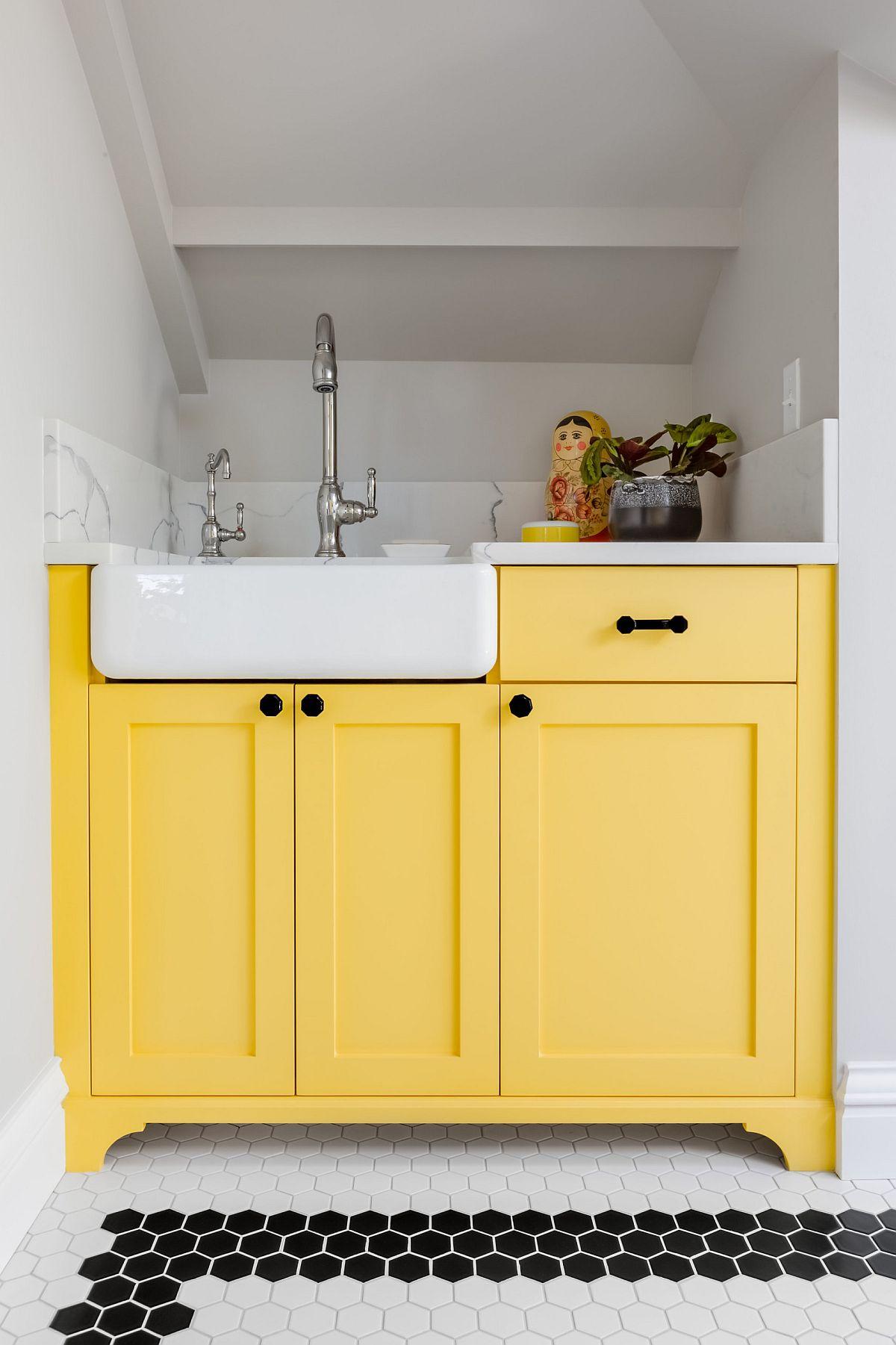 Tủ màu vàng đẹp mắt tạo thêm sự lấp lánh và tươi mới cho nội thất trung tính hiện đại