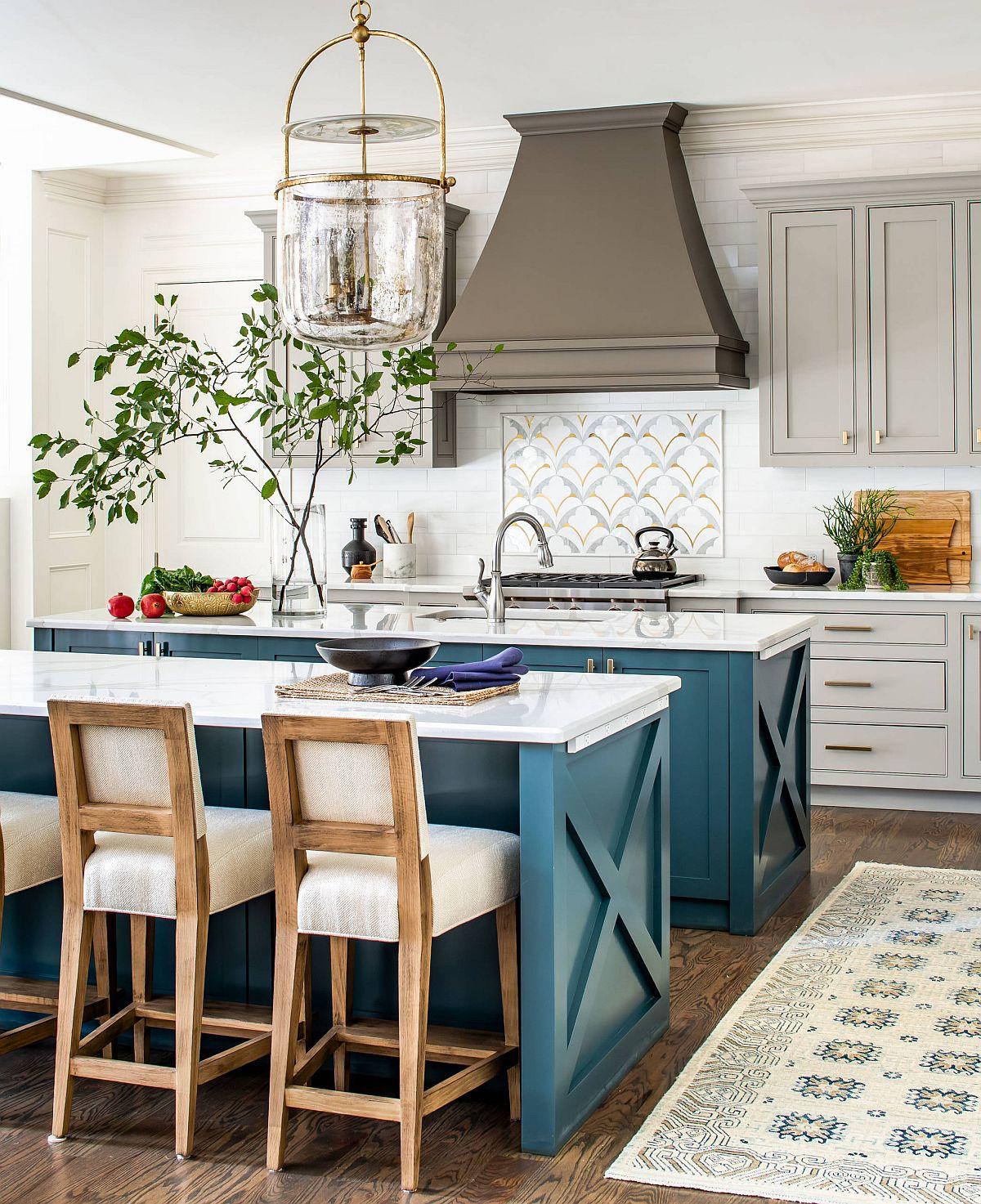 Tìm màu xanh mòng két với sự thống trị của màu xanh lam mà bạn yêu thích cho đảo bếp