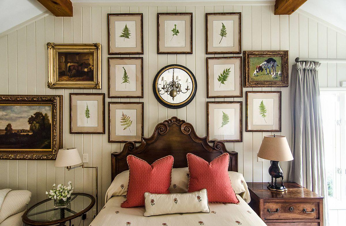 Những bức tranh với chủ đề thiên nhiên được đóng khung treo tường tạo thêm điểm nhấn xanh cho phòng ngủ