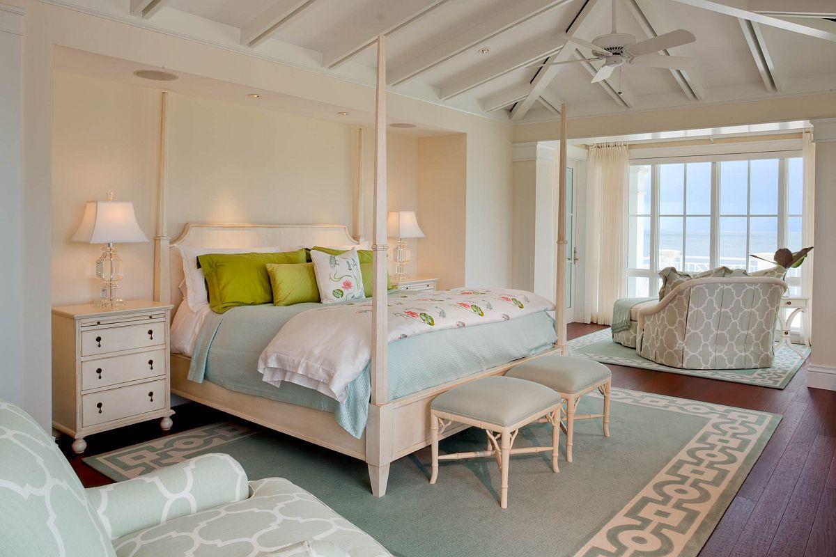 Phòng ngủ phong cách nhiệt đới rộng lớn và xa hoa với bức tường màu hồng phấn nổi bật