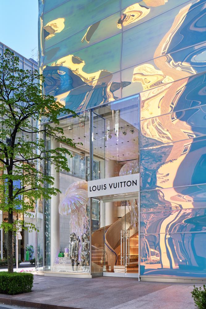 Louis_Vuitton_Ginza_Namiki_Facade_by_Daici_Ano_(2)