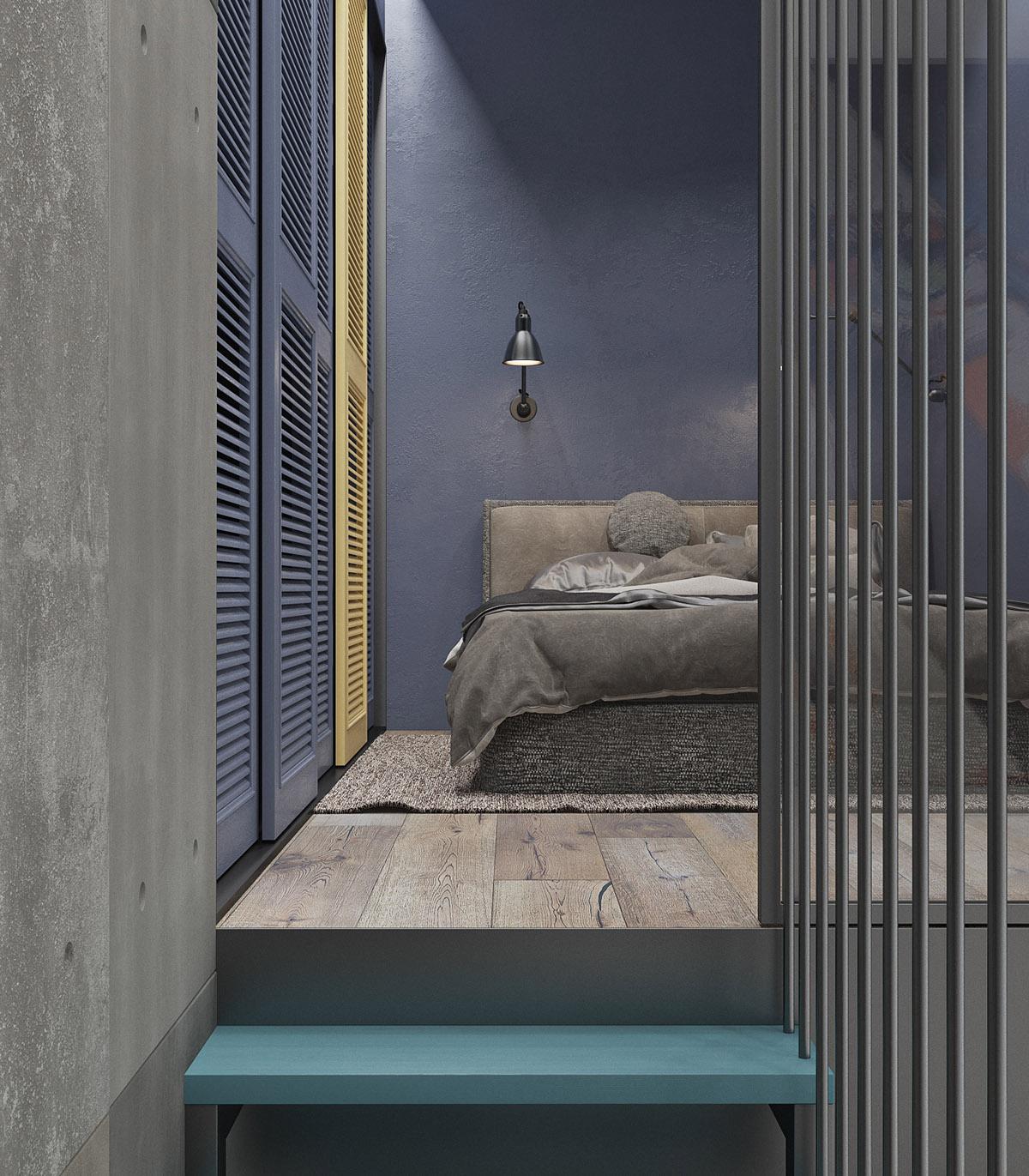 các bậc thang chuyển từ gỗ chưa hoàn thiện sang bậc thang sơn màu xanh nước biển. Một phòng ngủ màu xanh hoa ngô đang đợi ở cuối con đường mòn.