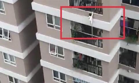 Người hùng cứu bé rơi từ tầng 13: Nhiều lỗ hổng chết người ở lan can chung cư
