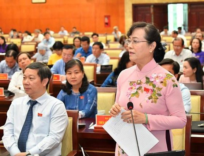 Đại biểu Nguyễn Thị Quyết Tâm phát biểu tại kỳ họp. Ảnh: Việt Dũng