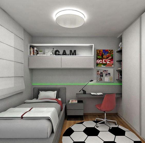 Gọn gàng, ngăn nắp, khoa học là những gì mà ý tưởng decor phòng ngủ nhỏ này đang đem lại. Giường đơn thiết kế nhỏ gọn, tận dụng không gian tường theo chiều cao, giá sách treo tường và bàn học treo đã được ứng dụng. Tủ quần áo thiết kế âm tường với cánh mở trượt, vừa thuận tiện cho việc sử dụng trong căn phòng nhỏ, vừa tiết kiệm tối đa diện tích một cách hoàn hảo. Không gian với gam màu trung tính, thích hợp cho những bạn nam cá tính.