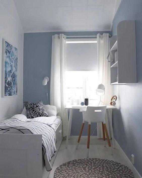 Ý tưởng sử dụng nội thất đa năng, kết hợp cùng với bố cục nội thất sát tường, treo tường luôn là ý tưởng cũng như giải pháp hóa giải không gian tốt nhất cho căn phòng. Không còn cảm giác chật chội, căn phòng ấn tượng với khoảng trống thoải mái và bố cục nội thất đẹp mắt.