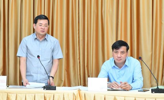 Giám đốc Sở Tài Nguyên Môi Trường Nguyễn Toàn Thắng phát biểu tại buổi làm việc. Ảnh: VIỆT DŨNG