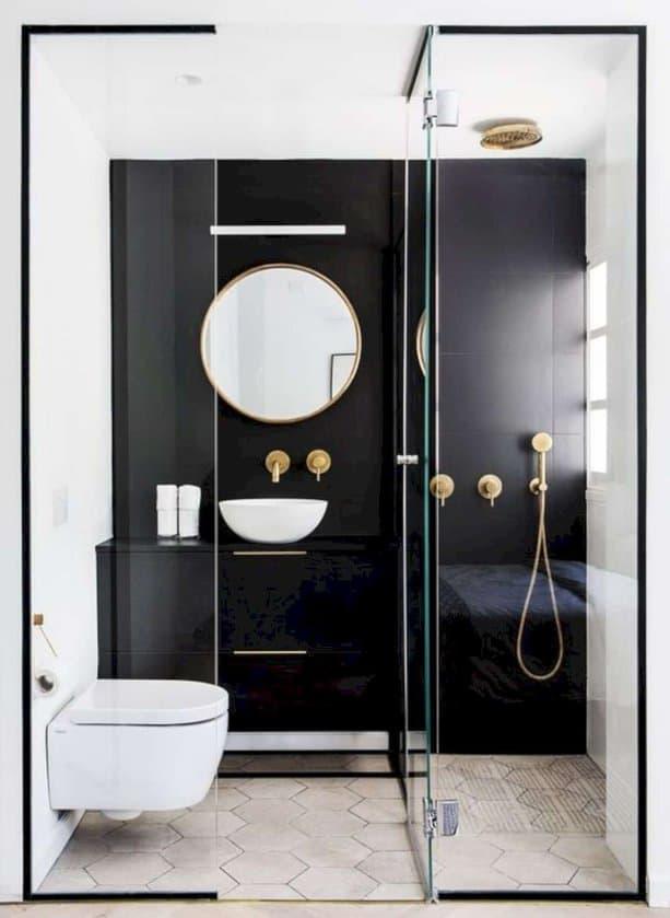 Thiết kế hiện đại làm không gian của phòng tắm trông lớn hơn