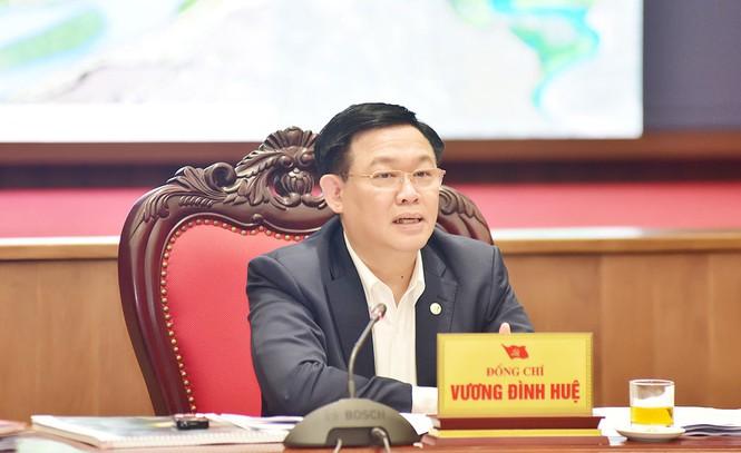 Bí thư Thành uỷ Hà Nội Vương Đình Huệ phát biểu tại cuộc họp