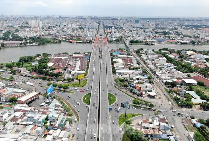 Mục tiêu đến năm 2040, TPHCM sẽ hoàn thiện hệ thống hạ tầng kết nối vùng giữa TPHCM và các địa phưong lân cận, cũng như kết nối giữa các khu vực khác nhau của thành phố một cách chiến lược, hiệu quả