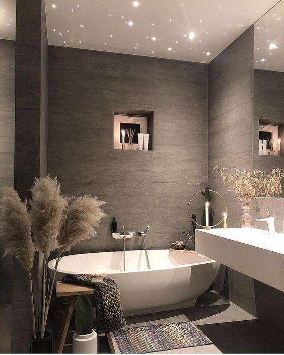 Gạch lát phòng tắm giả gỗ tạo nét thẩm mỹ, sang trọng, hiện đại cho không gian nhưng vẫn thể hiện sự ấm áp.