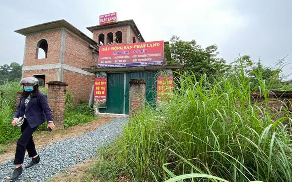 Nhiều khu nhà vốn bỏ hoang cũng đang được môi giới đổ đến và giá tăng mạnh