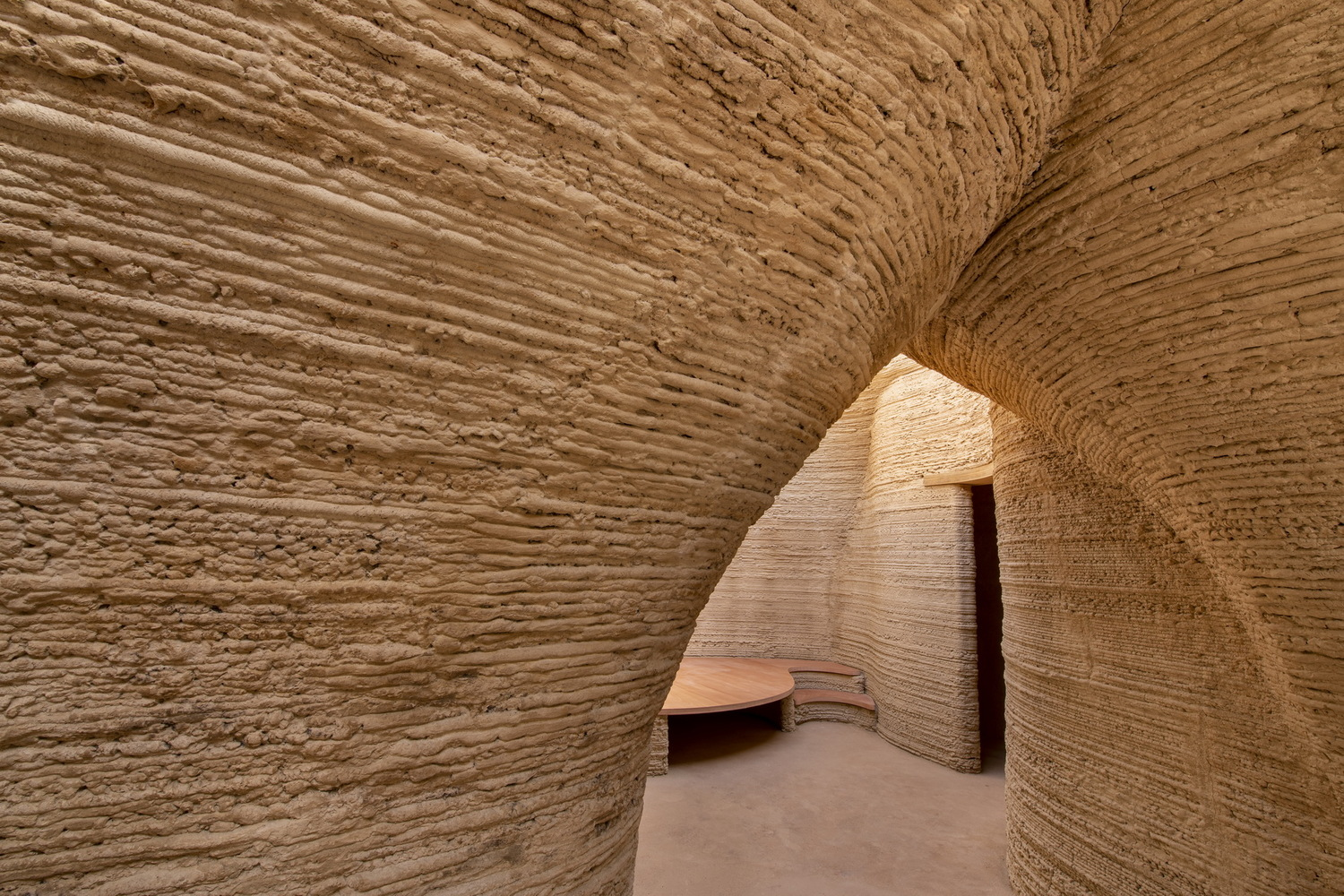 19_TECLA_©Iago_Corazza_passage_detail_from_living_room_to_night_area_low