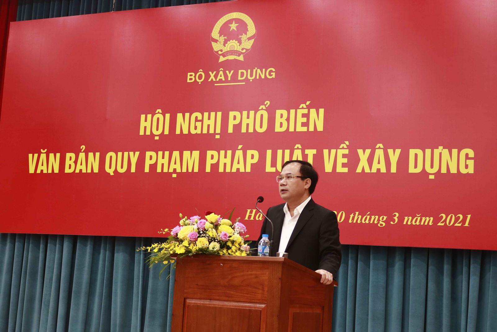 Thứ trưởng Bộ Xây dựng Nguyễn Văn Sinh phát biểu chỉ đạo hội nghị