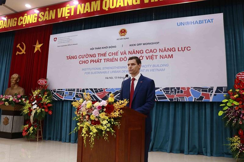 Trưởng Bộ phận Hợp tác phát triển, Đại sứ quán Thụy Sỹ tại Việt Nam Marcel Reymond phát biểu tại hội thảo