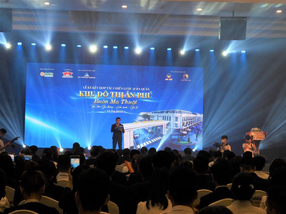 Toàn cảnh buổi Lễ ký kết ba bên phân phối dự án Khu đô thị Ân Phú