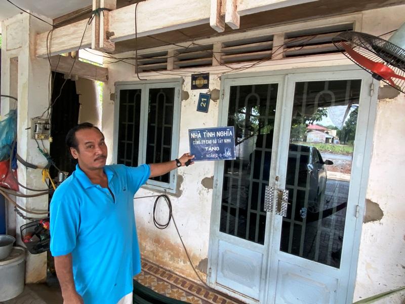 Gia đình bà Lê Thị Thêu, Ấp 2, xã Bến Củi (có mẹ Việt Nam anh hùng, 02 liệt sỹ) có ý kiến không đồng tình với Quyết định cưỡng chế của UBND huyện thì bị doạ cắt chính sách dành cho gia đình chính sách
