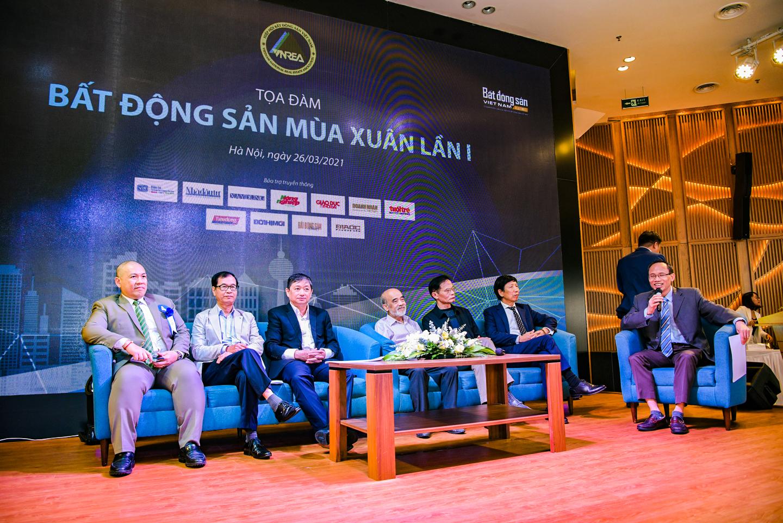Các đại biểu tại phiên tọa đàm Bất động sản mùa Xuân lần thứ I
