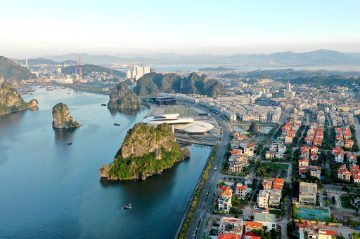 Hạ Long vẫn lựa chọn giữa đô thị cảng - biển hay đô thị gắn với di sản thiên nhiên