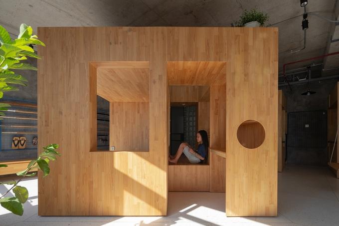 Chiếc hộp gỗ đặt giữa căn hộ với nhiều chức năng, chi phí hoàn thiện khoảng 100 triệu đồng