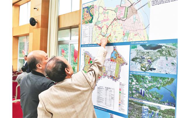 Người dân tìm hiểu thông tin quy hoạch